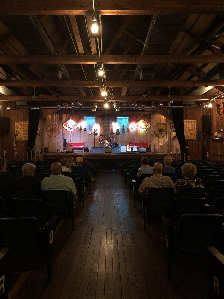 Renfro Valley Entertainment Center: 2380 Richmond St, Mount Vernon, KY