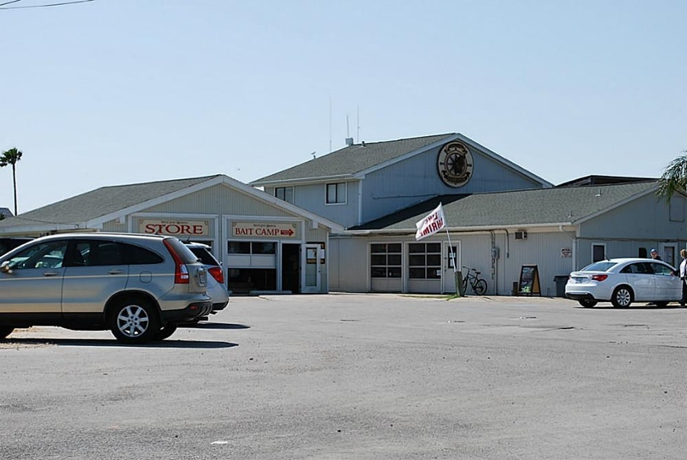 Sea Isle Bait Camp: 21706 Burnet Dr, Galveston, TX