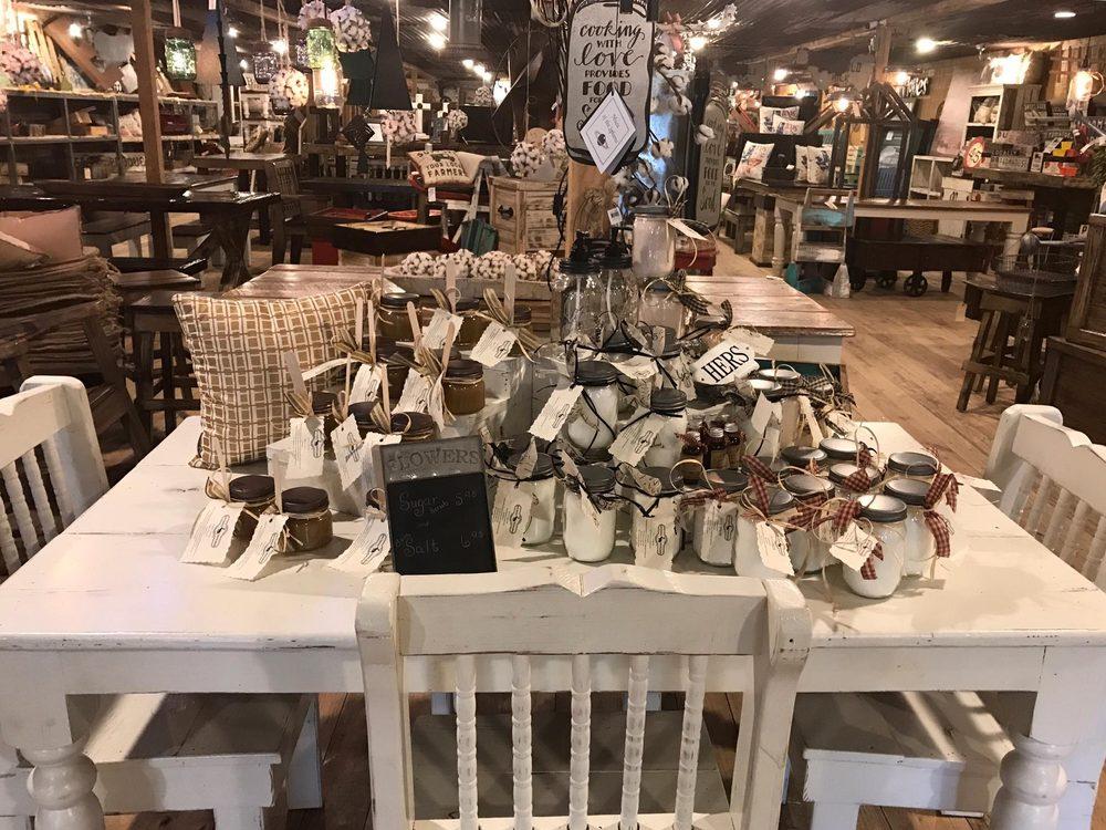 White Cottage Mercantile: 401 Hurst St, Center, TX