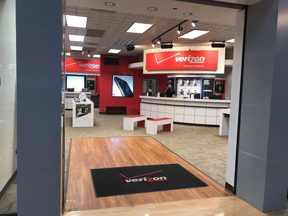 Verizon A Wireless: 14500 W Colfax Ave, Lakewood, CO