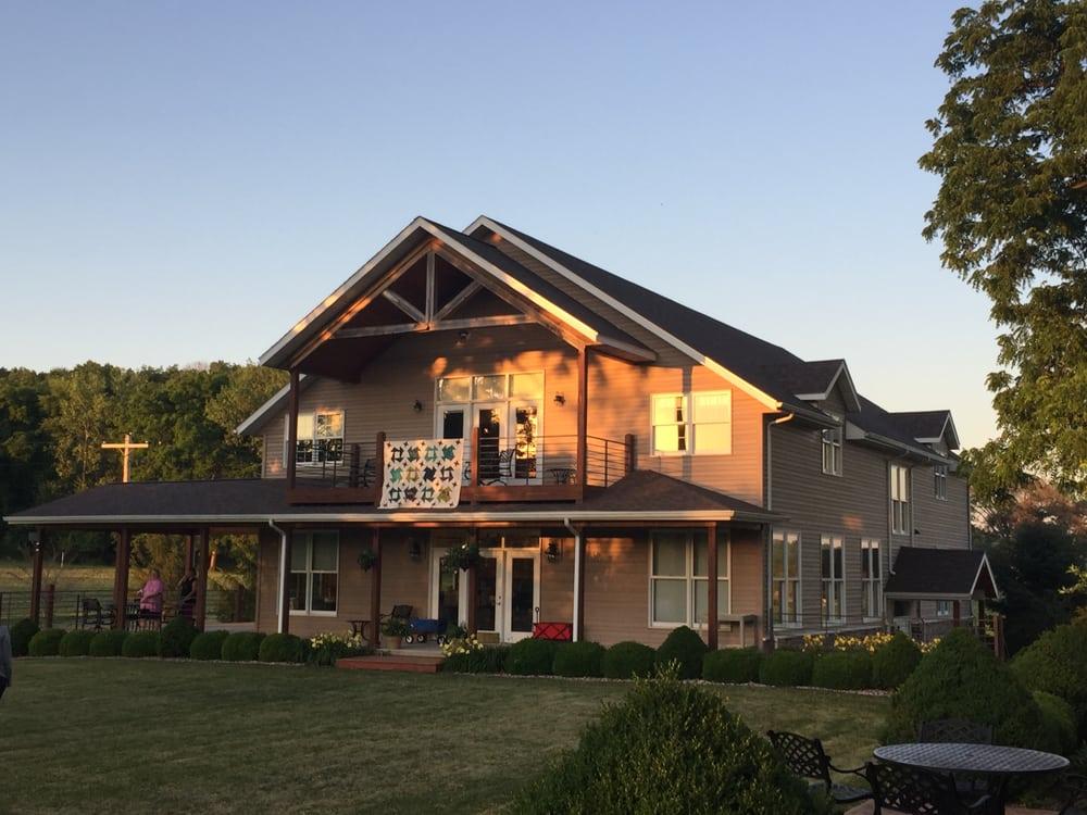 Sprague's Kinderhook Lodge: 22168 State Hwy, Barry, IL