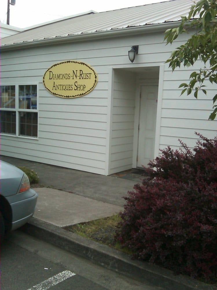 Diamonds-N-Rust Antique Shop: 14959 2nd St NE, Aurora, OR