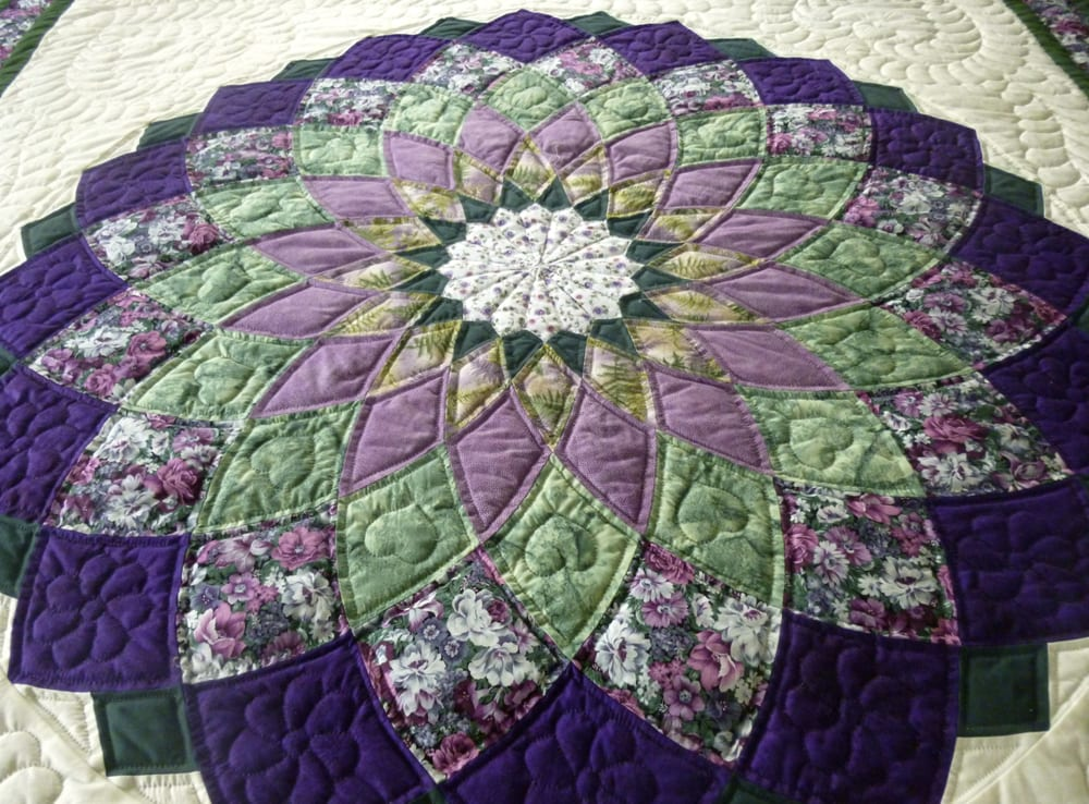 Giant Dahlia Quilt Images : Giant Dahlia Amish Quilt - this is a center detail shot of the quilt - Yelp