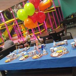 Fundays Family Fun Cafe 10 Photos Cafes 2151 Ferguson Rd