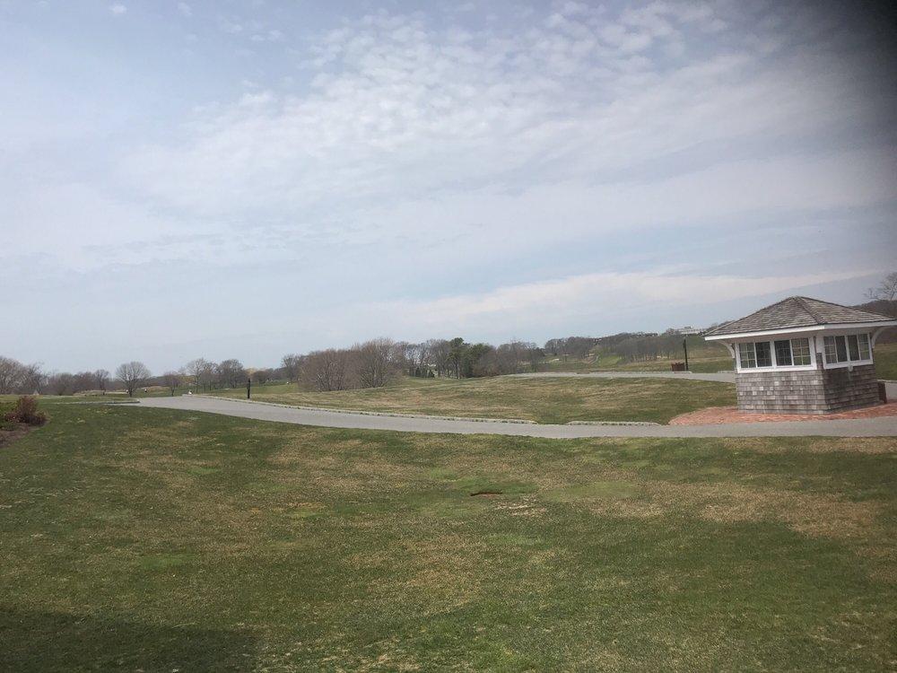 Fox Hill Golf & Country Club: 100 Fox Hill Dr, Calverton, NY