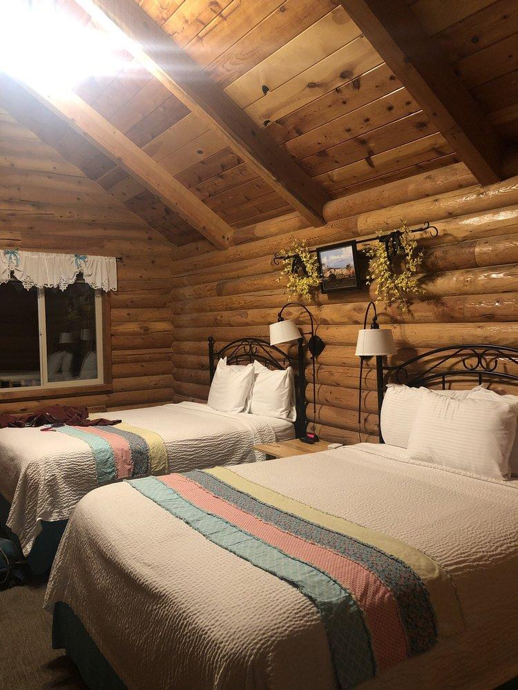 Bryce Canyon Log Cabins: 160 N Hwy 12, Tropic, UT