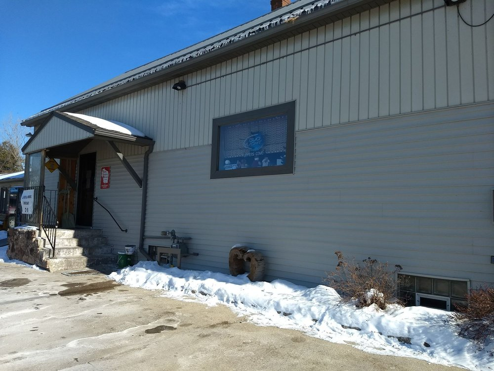 Flippers Cove: 1689 Day St, Greenleaf, WI