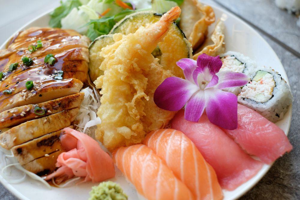 Food from Maki Yaki Japanese Grill