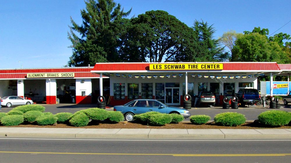 Les Schwab Tire Center: 1710 Monmouth St, Independence, OR