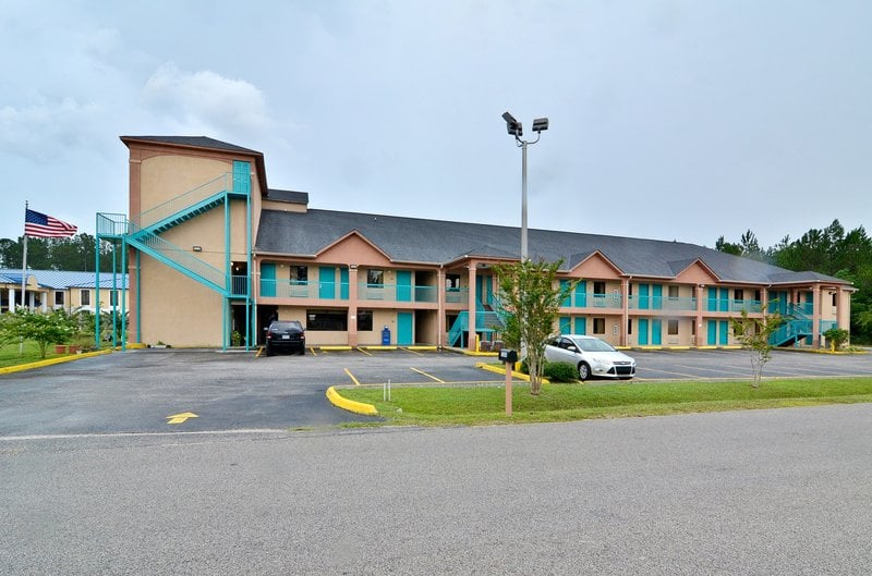 Americas Best Value Inn & Suites Moss Point: 7205 Tanner Ln, Moss Point, MS