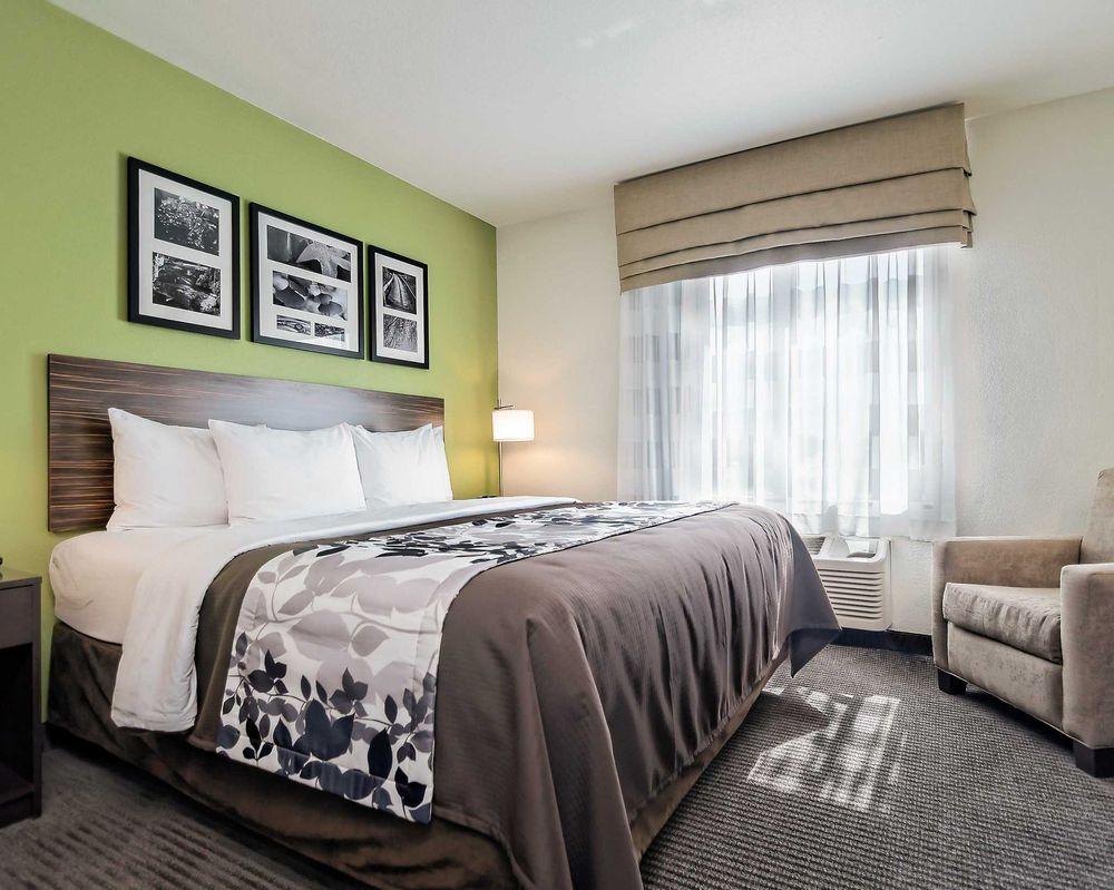 Sleep Inn & Suites: 302 E Wall St, Fort Scott, KS