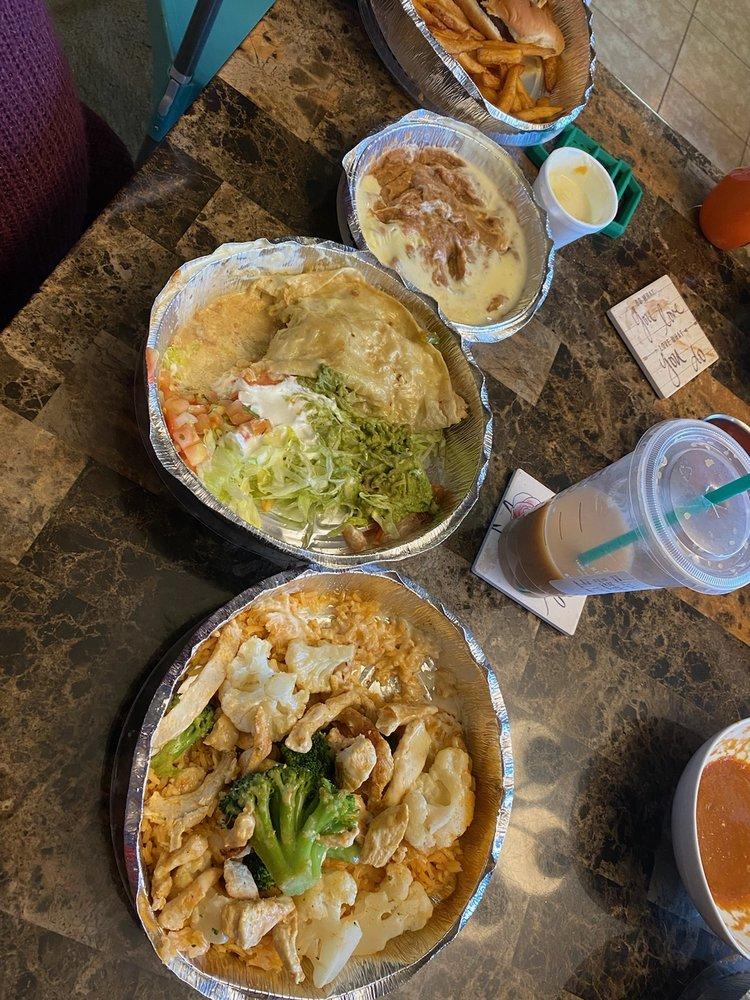 La Fiesta Mexican Restaurant: 110 Jackson St, Benton, IL
