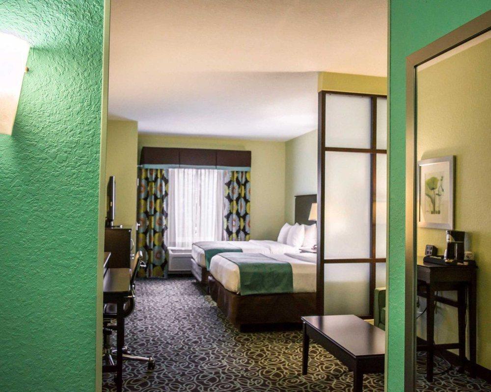 Comfort Suites At Fairgrounds-Casino: 4506 Oak Fair Blvd, Tampa, FL