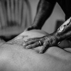 Black.muscle nu Massage