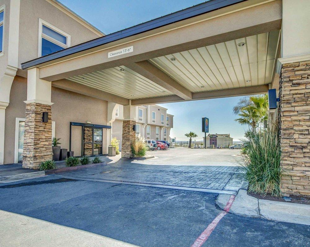 Comfort Inn & Suites I-10 Airport: 6645 Gateway West, El Paso, TX