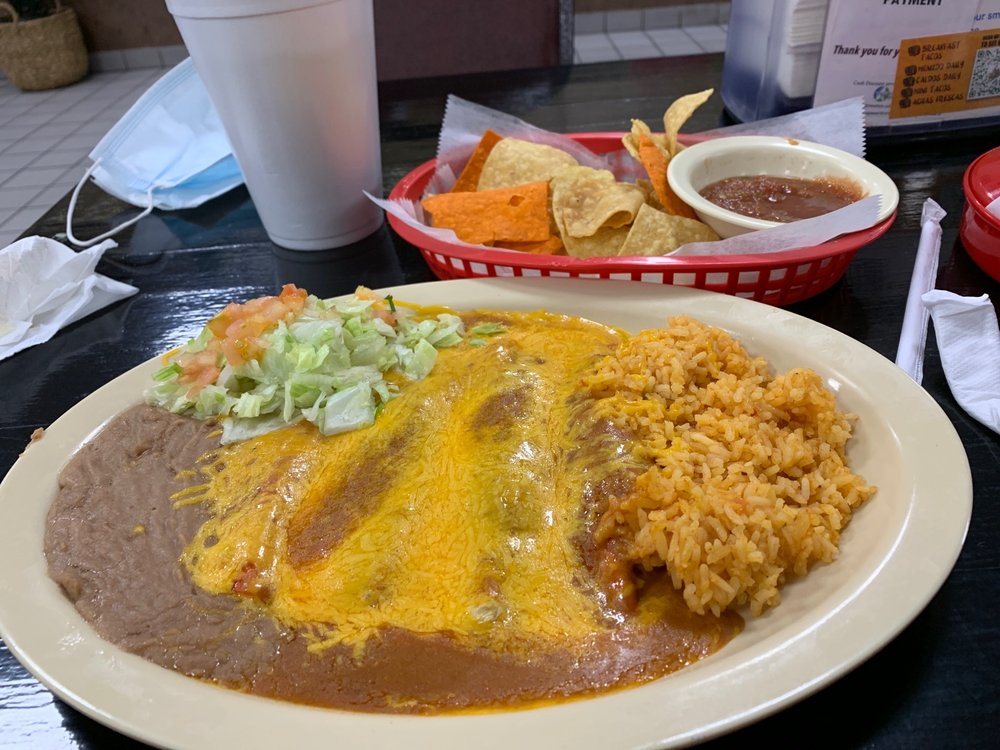 Rey Del Taco: 1803 Standish, Floresville, TX