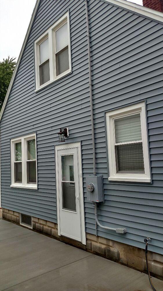 Custom Sunrooms & Home Improvements: 915 Charolette St, Pekin, IL