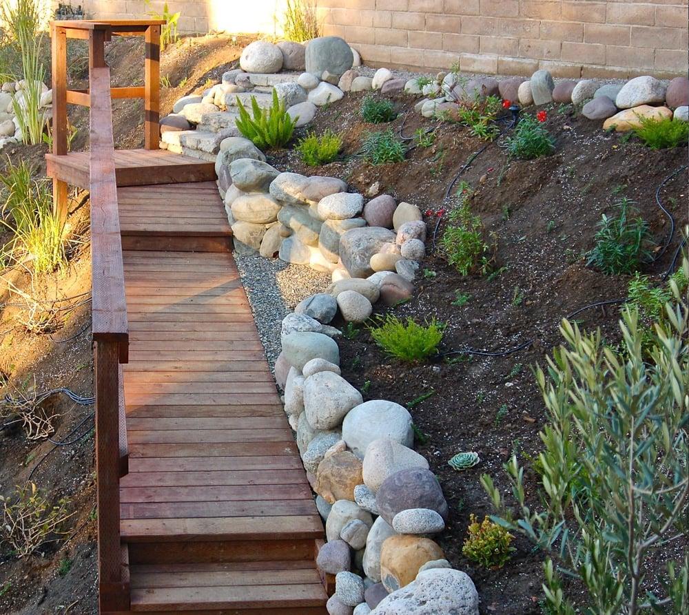 Bragar Landscaping: 6629 Buttonwood Ave, Oak Park, CA