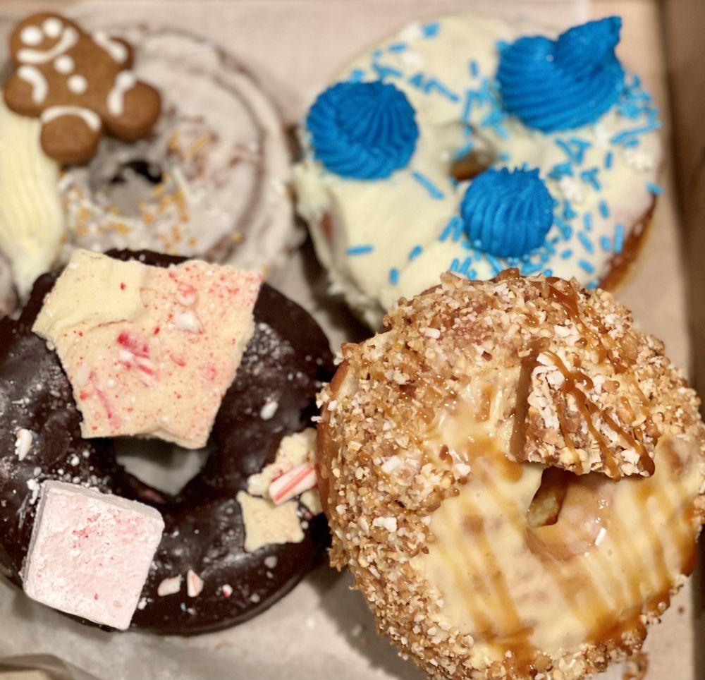 Donut Stand: 154 Turnpike Rd, Southborough, MA