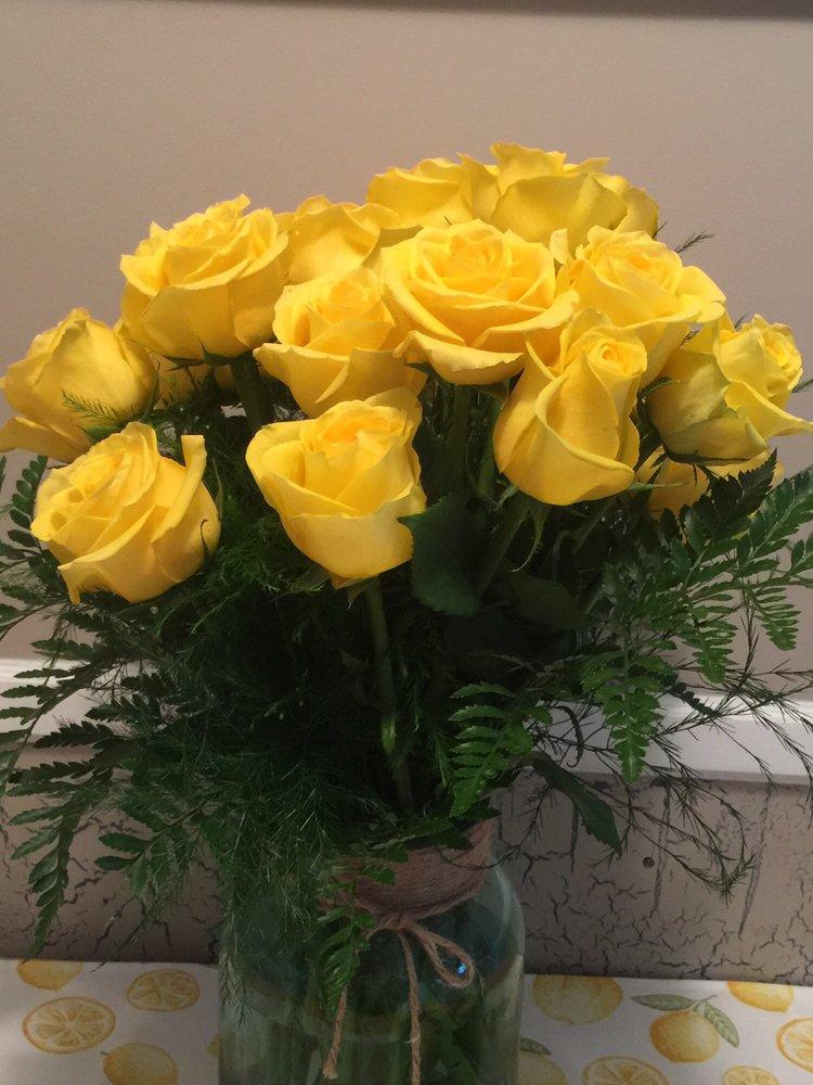 Flower Peddler: 101 E Church St, Sandwich, IL