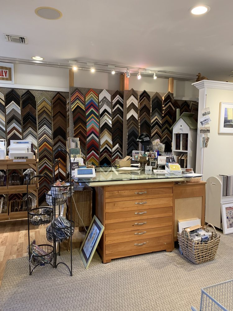 Bellport Arts And Framing: 137 S Country Rd, Bellport, NY