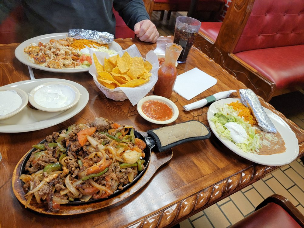 Chavas Mexican Grill: 102 Frontage Rd, Huntington, IN