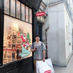 Supreme - 13 Photos   16 Reviews - Sports Wear - 20 rue Barbette ... 57afc68b0