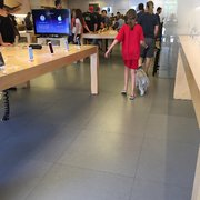 Apple Store - Temp. CLOSED - 18 Photos & 157 Reviews - Computers ...