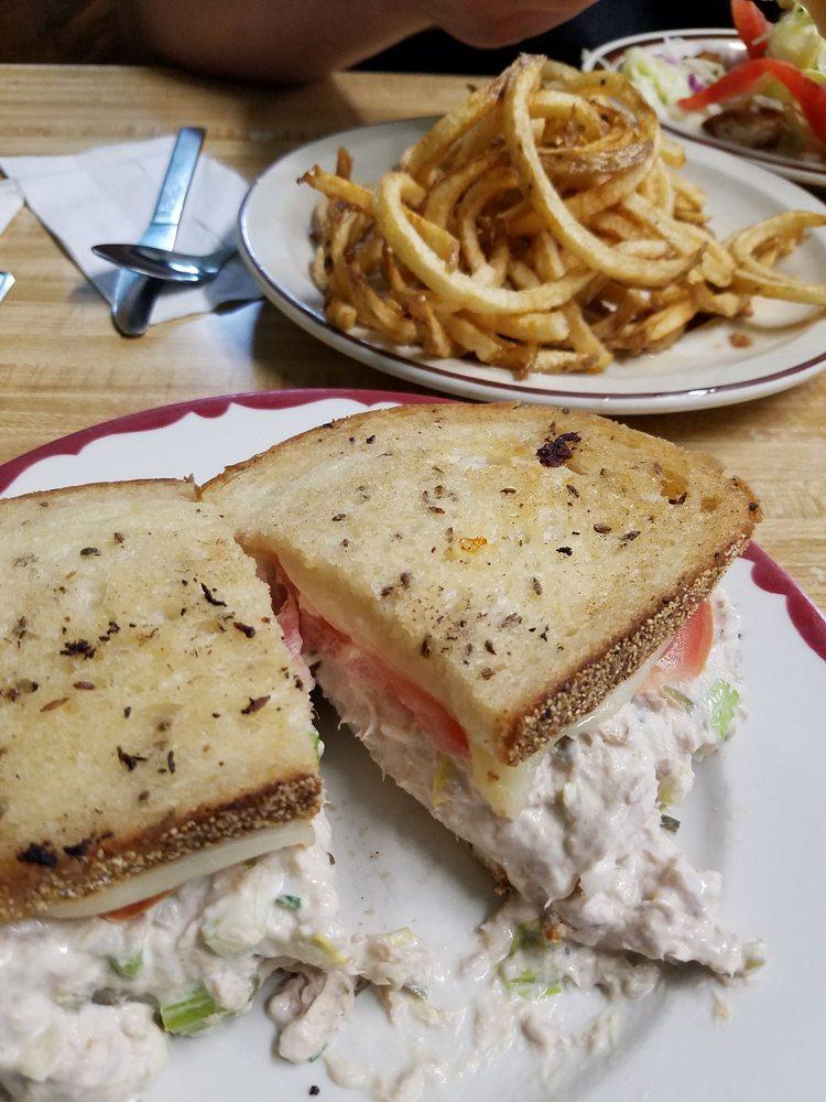 Park Place Restaurant: 5989 E Main St, Olcott, NY