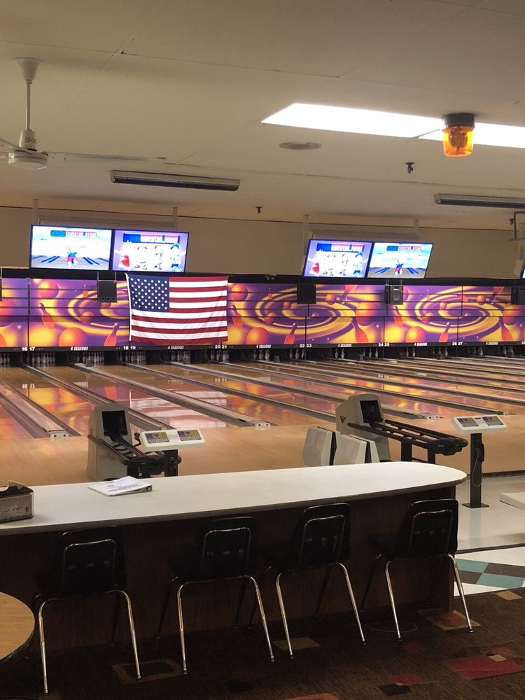 4 Seasons Bowling Center: 1100 W Galena Ave, Freeport, IL