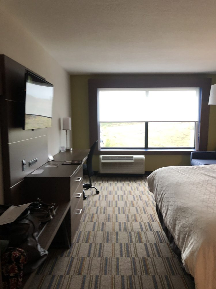 Holiday Inn Express & Suites Uniontown: 305 Mary Higginson Ln, Uniontown, PA