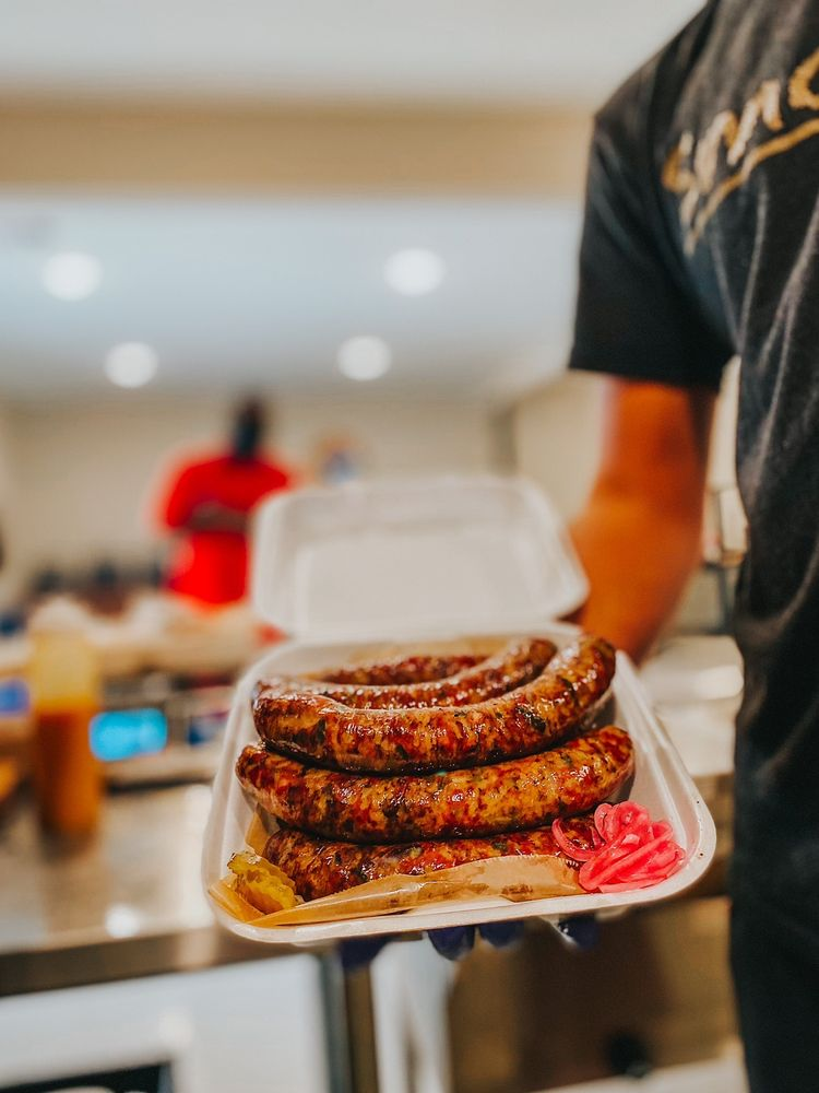 Gonzo's Smokehouse & BBQ: 12325 River Rd, Luling, LA