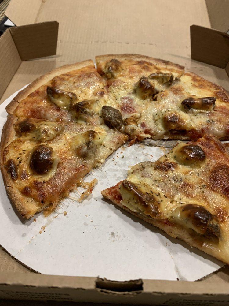 Charlie's Pizza House: 804 Summit St, Yankton, SD