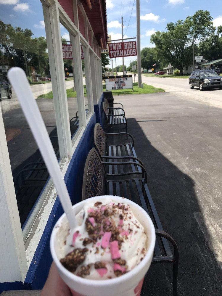 JC's Dairy Den: 420 W Erie St, Missouri Valley, IA