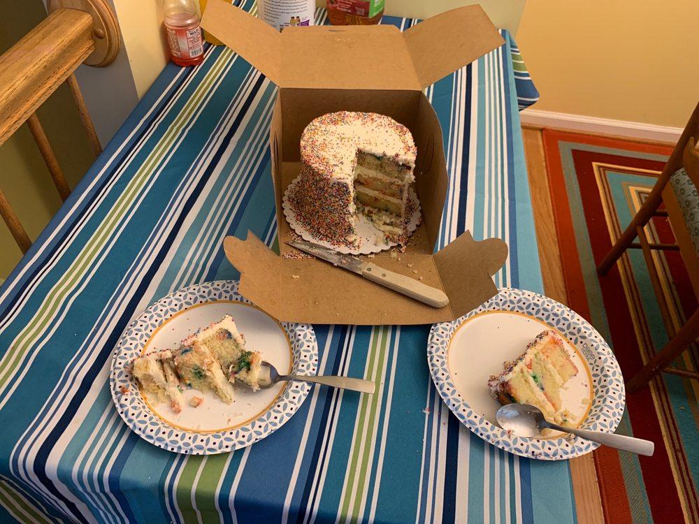 Dana's Cake Shoppe: 1604 Village Market Blvd SE, Leesburg, VA