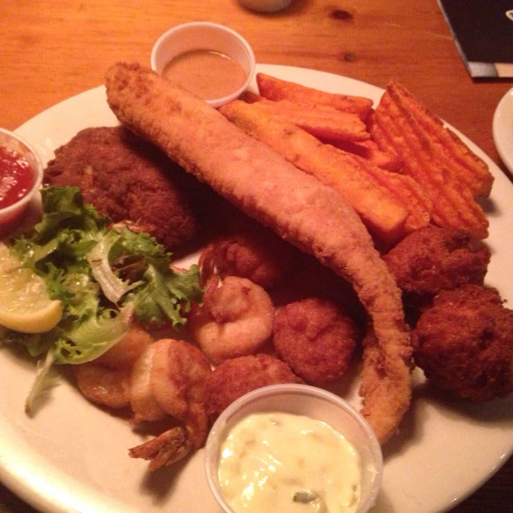 Harpoons combo shrimp crab cake scallops flounder and for Lawrence s fish and shrimp