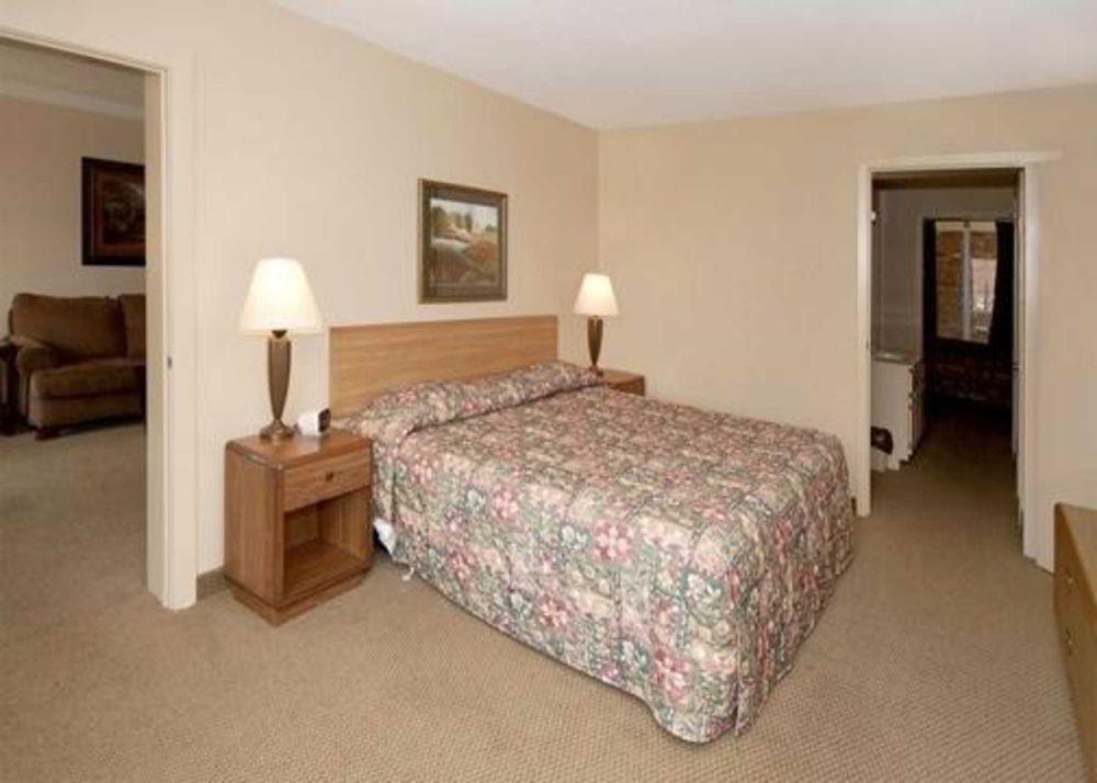Econo Lodge: 2104 Hwy 72 W, Corinth, MS