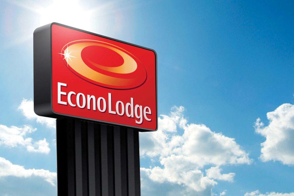 Econo Lodge Charleston East: 6311 MacCorkle Ave SE, Charleston, WV