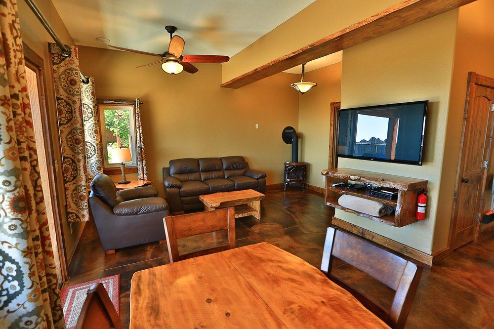Baycrest Lodge: 3651 Sterling Hwy, Homer, AK