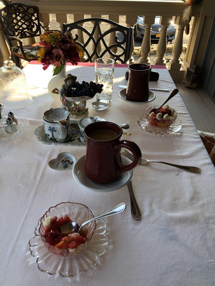 Stone Rose Bed & Breakfast: 248 W Corbin Hill Rd, Sloansville, NY
