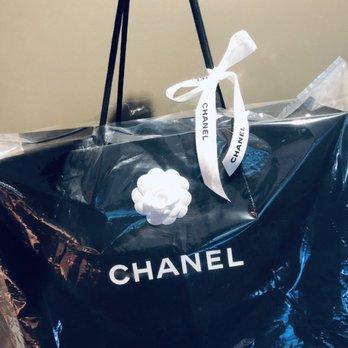 66cf64faf Foto de Chanel Boutique - San Francisco, CA, Estados Unidos. Jerson makes  sure