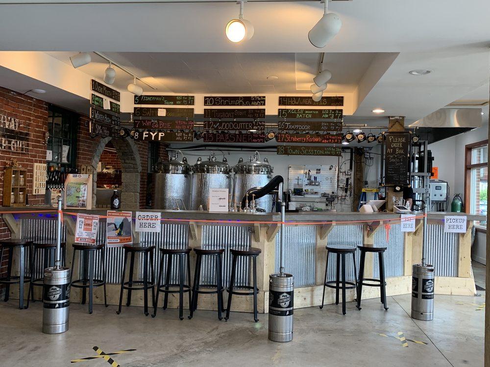 Footbridge Brewery: 25 Granary Way, Boothbay Harbor, ME
