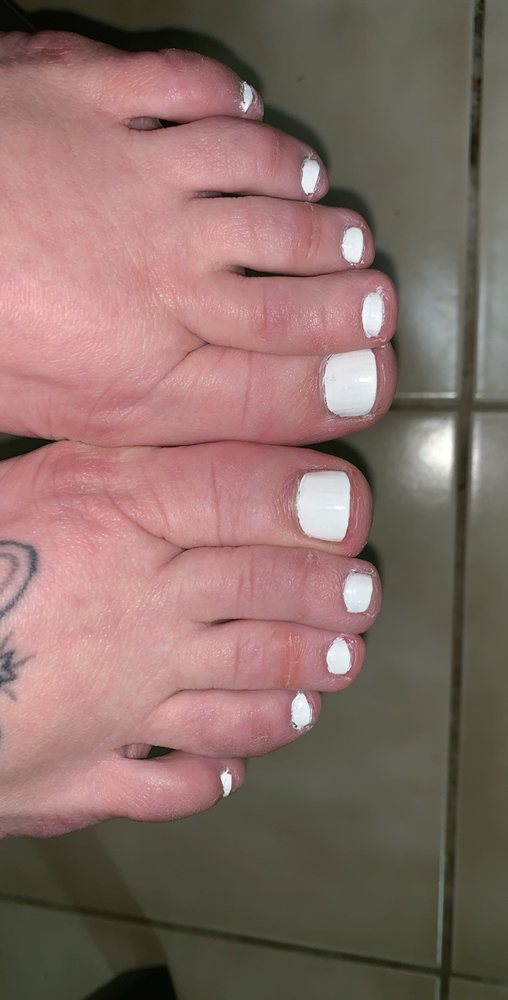 LA Nails: 2104 S Mission St, Mount Pleasant, MI