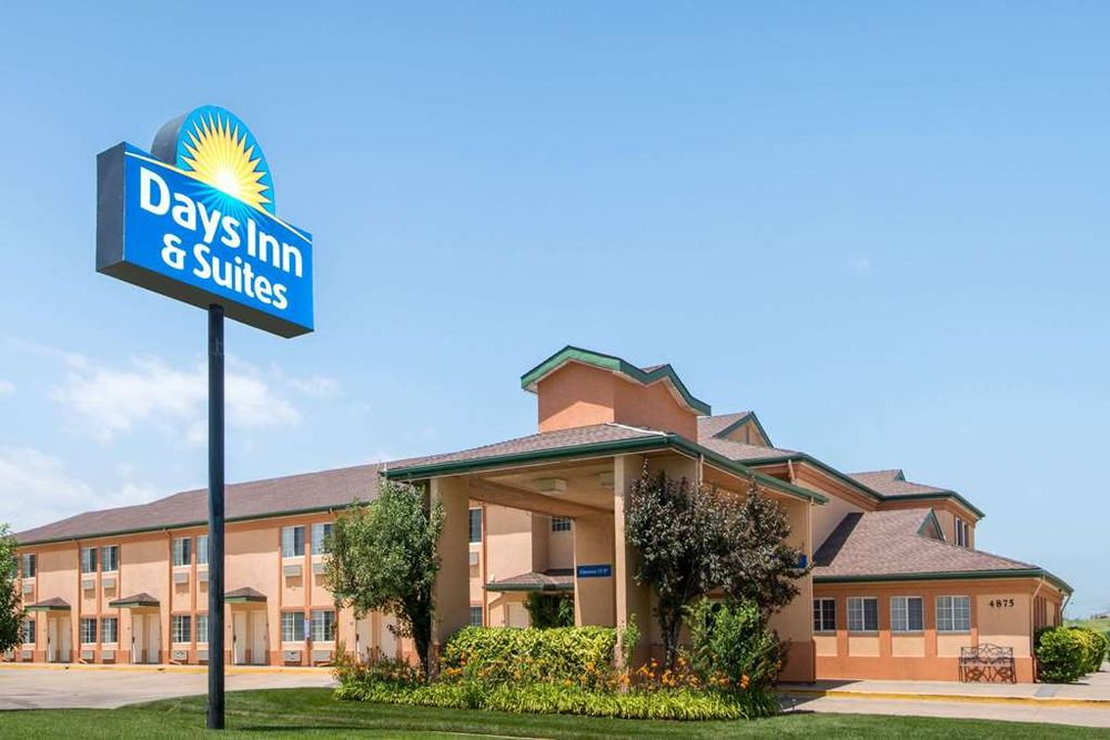 Days Inn & Suites by Wyndham Wichita: 4875 South Laura, Wichita, KS