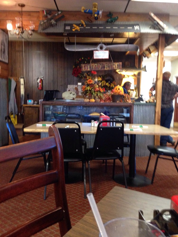 Bentley's Restraurant: 7925 Edgemont Rd, Greers Ferry, AR