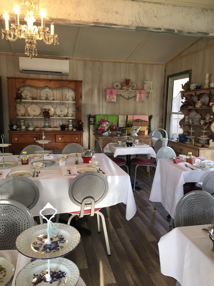 Seating accommodates bridal showers, baby showers, luncheons, club ...