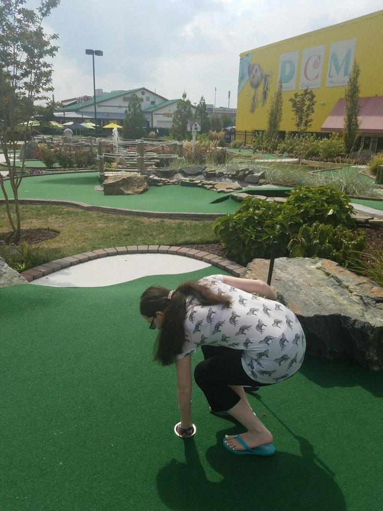 Riverwalk Mini Golf: 550 Justison St, Wilmington, DE