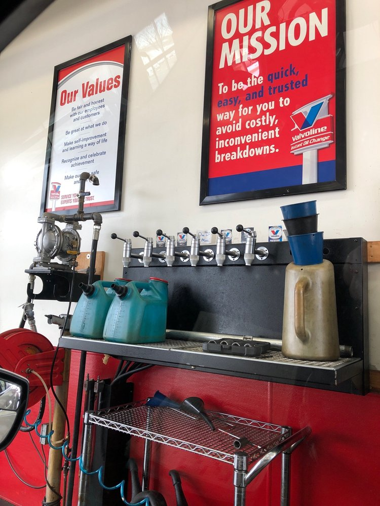 Valvoline Instant Oil Change: 2150 NW 100th St, Clive, IA