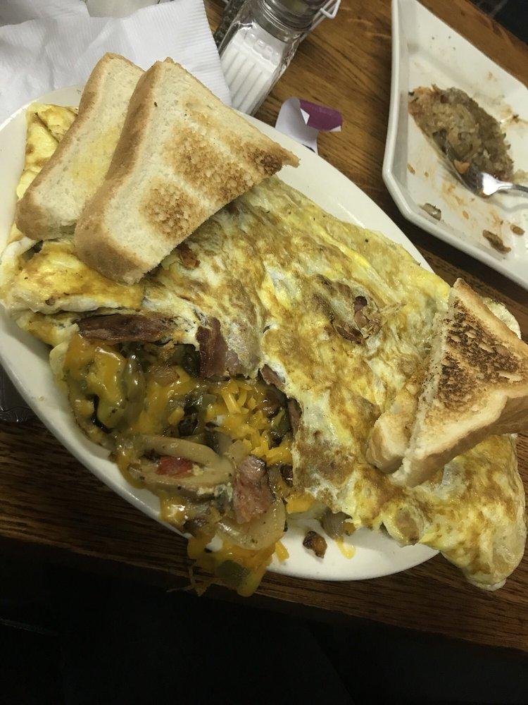 Paula's Cafe: 119 Main St, Craig, MO