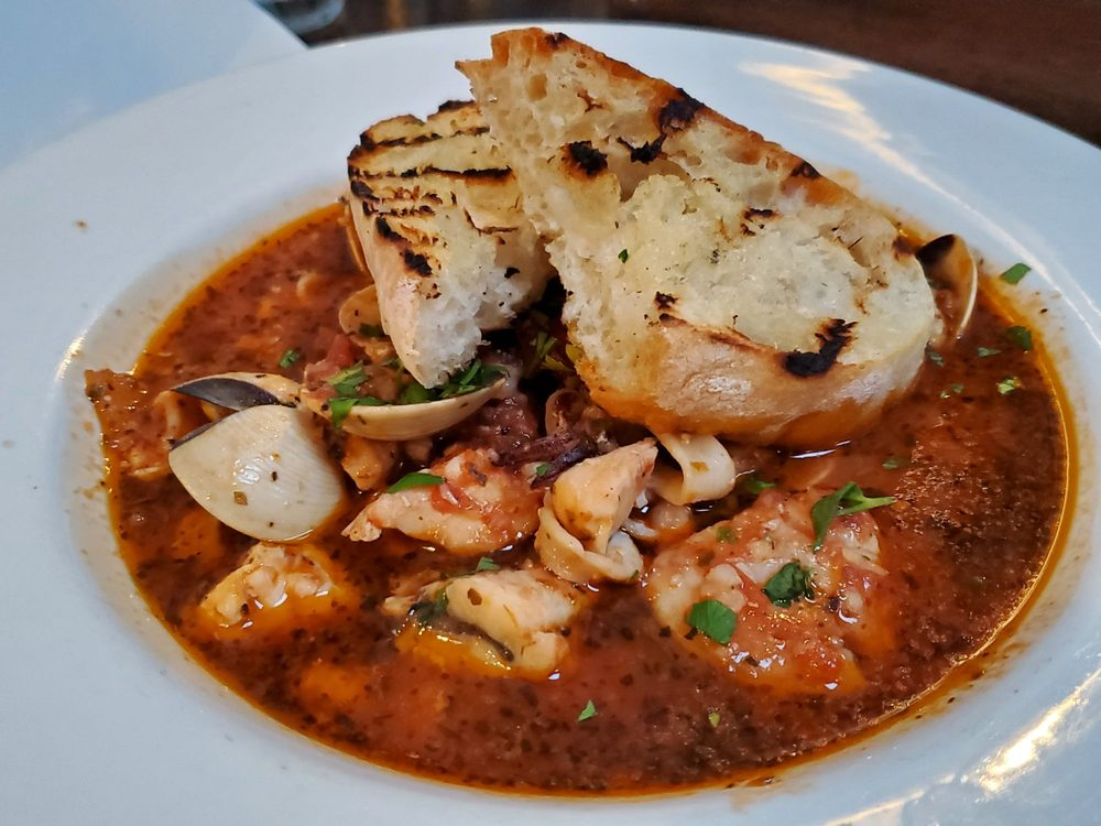 M Restaurant: 205 Crescent Ave, Avalon, CA
